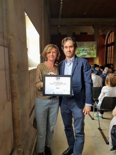 Guillaume et Coralie fondateurs de Ravive reçoivent le prix 2019 Innovation C&M