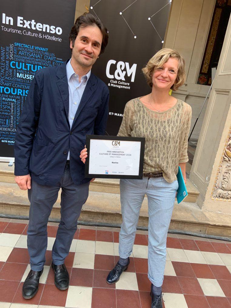Guillaume Roitfeld et Coralie Garandeau, les associés fondateurs de Ravive reçoivent le prix Culture&Management